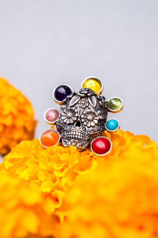joyas mexicanas gabriela sanchez anillo calavera de plata mediana multicolor