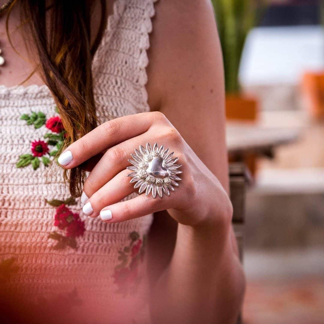 joyas mexicanas gabriela sanchez anillo corazon resplandor con rosas anillo gabriela sanchez